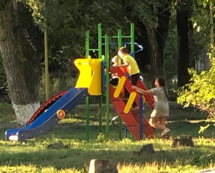 Рядом с Романовским РДК установлена новая детская площадка