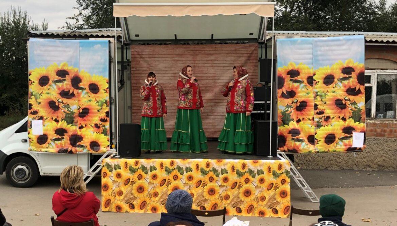 Концертная программа «Серебро волос и золото сердец» состоялась в посёлке Солнечный и станице Дубенцовская